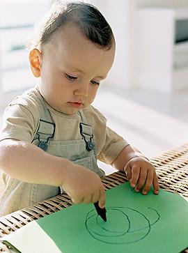kleinkind entwicklung das kleinkind im 16 monat. Black Bedroom Furniture Sets. Home Design Ideas