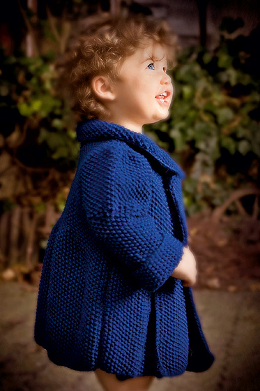 Blaue Kinderjacke stricken