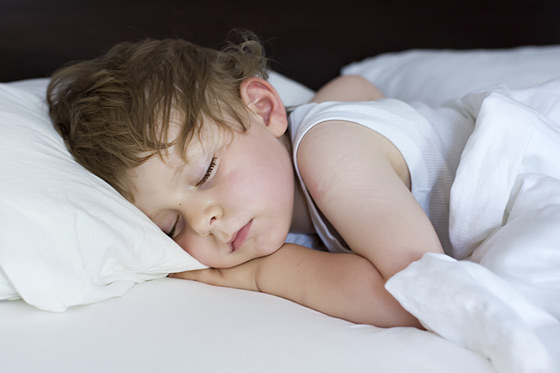 Pinkeln in der Nacht beim Schlafen