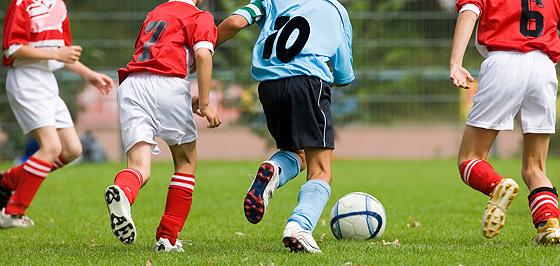 fußball spielen oder fußballspielen