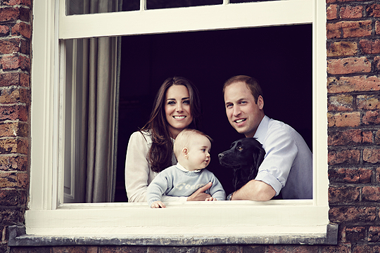 Royal Baby: neues Familienfoto von Prince George, Mama Kate und Papa William