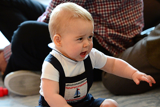 Royal Baby: Prinz George spielt