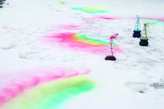Schnee färben: Schneefarbe herstellen - Familie.de