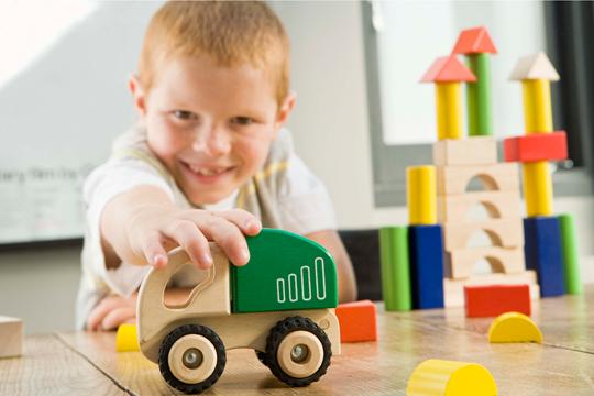 Spielbogen Holz Oder Plastik ~ Ist Spielzeug aus Holz grundsätzlich besser als aus Plastik?  Bilder