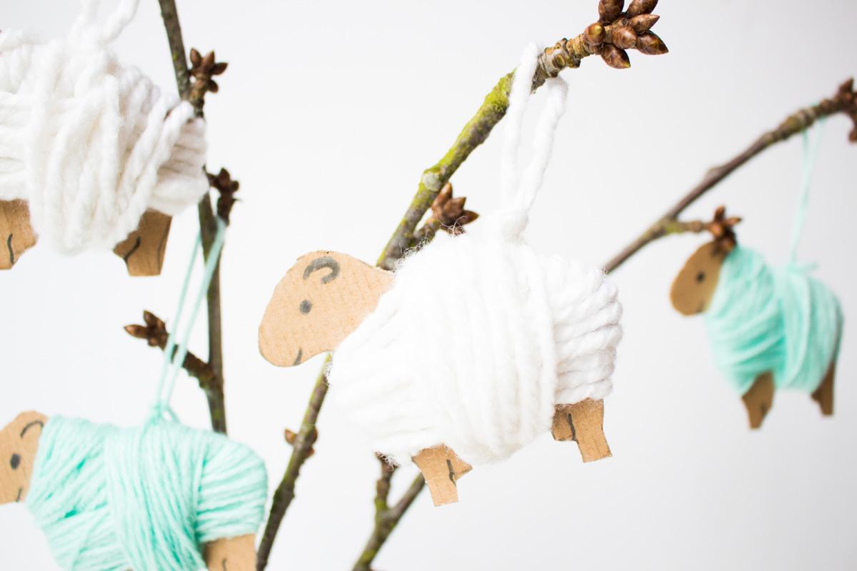 Wickelschafe osterschmuck basteln for Osterbasteln mit kindern kostenlos