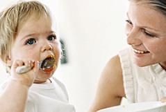 Essen mit dem Baby