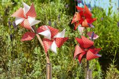 Bunte Windräder aus Papier