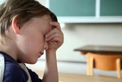 Schlechte Noten im Zeugnis stressen Schüler