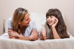 Erster Periode: Wie Sie als Mutter mit Ihrer Tochter darüber sprechen.