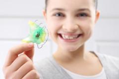 Kind mit Zahnspange