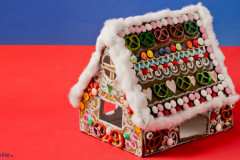 Lebkuchenhaus aus Pappe