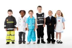 Kinder in Berufskleidung
