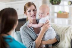 So machen Sie sich bei frischgebackenen Eltern unbeliebt