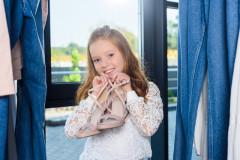 Hohe Schuhe für kleine Mädchen