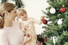 Gemeinsam weihnachtlich dekorieren