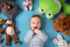 Kinder und ihre Kuscheltiere