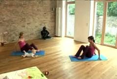 Pilates mit Baby: der Sitz-Lift für den Rücken