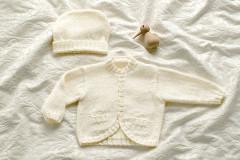 Babyjacke mit Zopfmuster