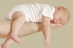 Wenn das Baby Blähungen hat