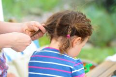 Bessere Mutter dank Haargummis?