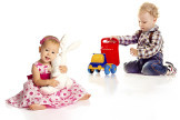 Mythos Babyerziehung: Autos für Jungs, Puppen für Mädchen.