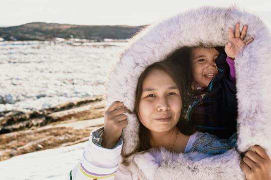 Eskimokind mit Mutter