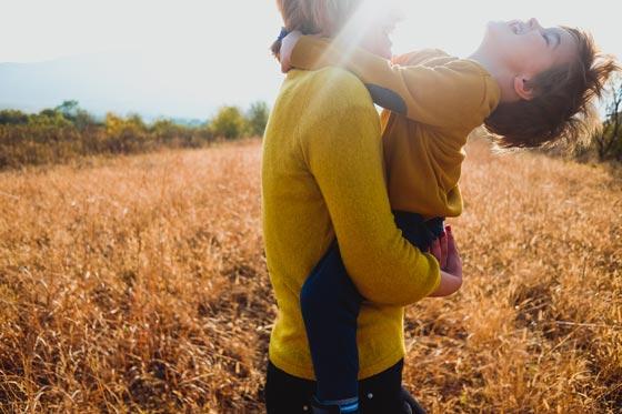 Glückliche Kinder: Das kannst du dafür tun