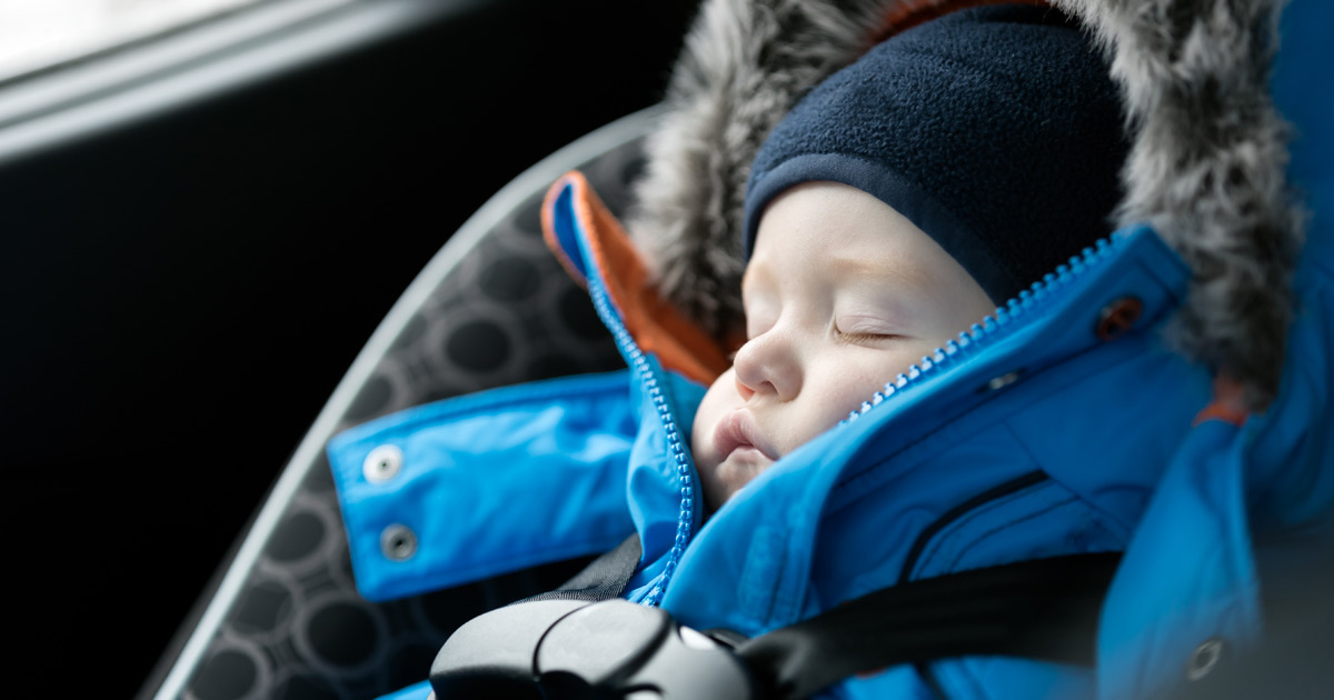 adac warnt darum sollten kinder im auto keine winterjacke. Black Bedroom Furniture Sets. Home Design Ideas