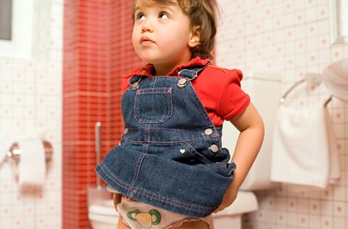 Mädchen auf Toilette