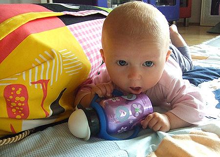 Sophia mit Flasche