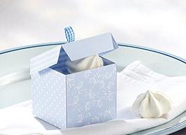 Blaue Geschenkschachtel für die Taufe