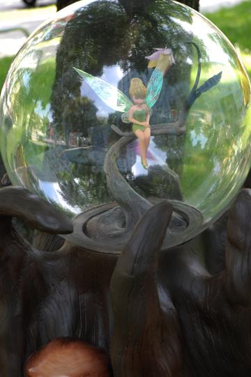 Madame Tussauds: Tinkerbell unter einer Glaskuppel
