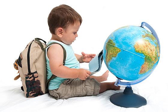 Baby entdeckt die Welt