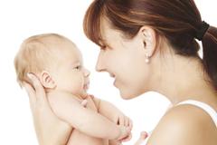 Wie das Baby mit seinen Eltern kommuniziert