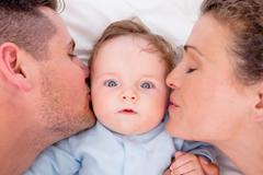 Ein Baby profitiert von beiden Eltern
