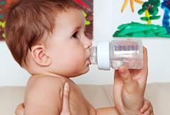 Wie ist das mit dem Trinken, wenn mein Baby krank ist?