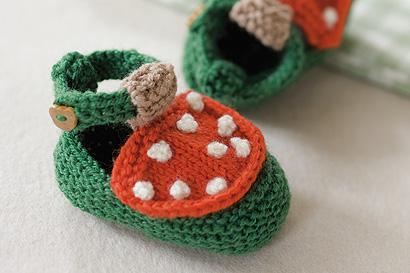 Babyschuhe stricken: Fliegenpilze