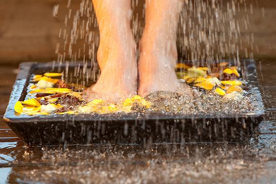 Bei Wasser in den Beinen helfen Wechselduschen