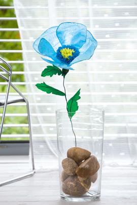 Anleitung: blaue Blumen basteln mit kostenloser Vorlage