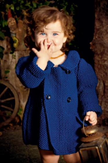 Blaue Kinderjacke stricken