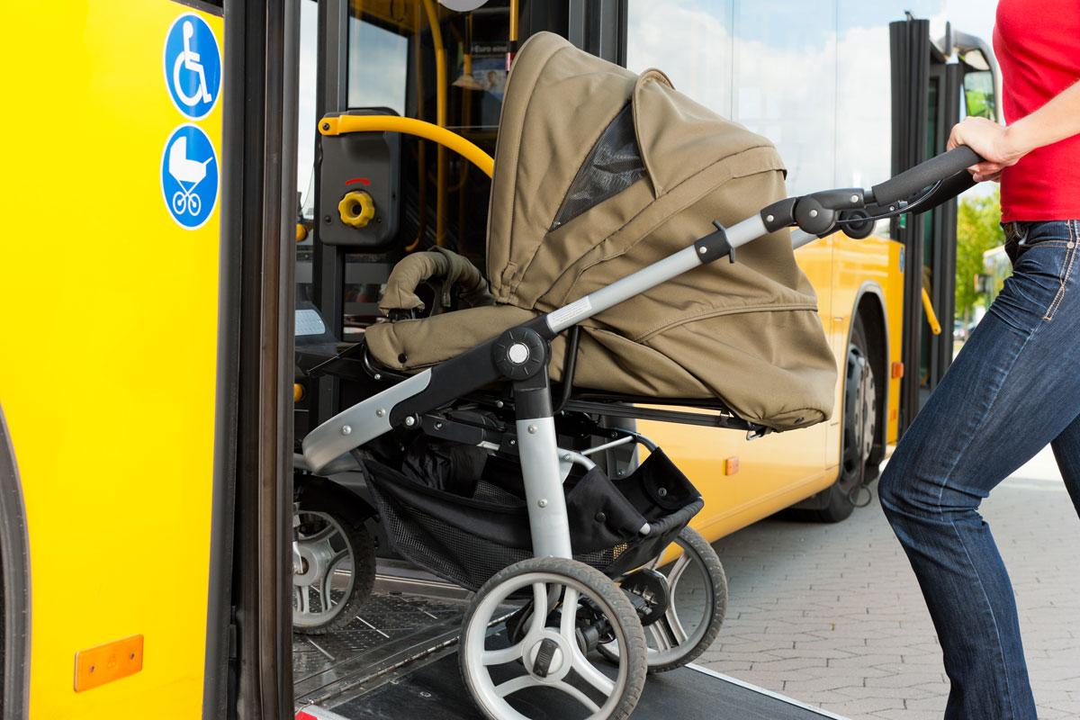 Bus fahren mit Kinderwagen