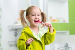Zähneputzen: Vor oder nach dem Frühstück?