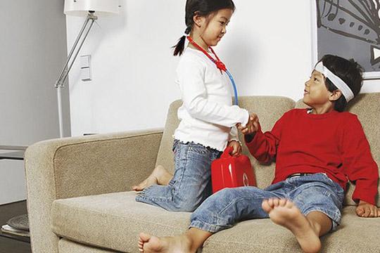 Das sollte das Kind zur Einschulung können: Helfen