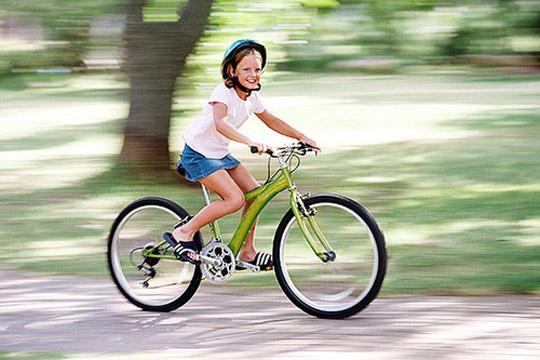Das sollte das Kind zur Einschulung können: Fahrrad und Roller fahren