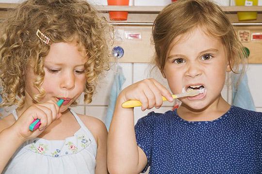 Das sollte das Kind zur Einschulung können: Zähne putzen