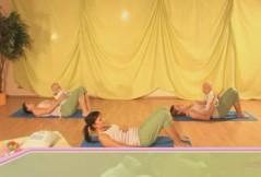 Rückbildungsgymnastik mit Baby: Bauch, Beine und Brust