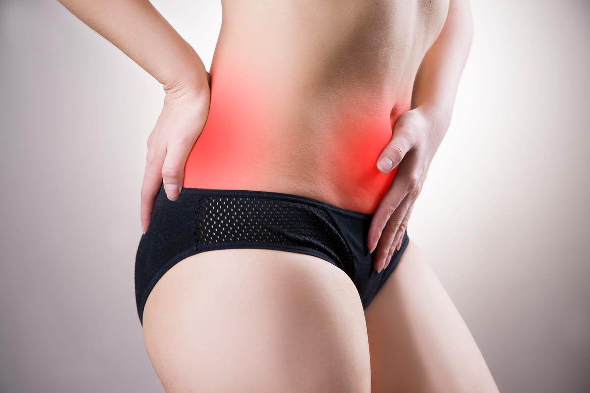 Frau mit Endometriose-Schmerzen