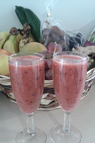 Frucht-Smoothie: Erdbeere-Traube-Ingwer