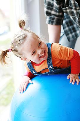 Ergotherapie bei Kindern erfolgt spielerisch.
