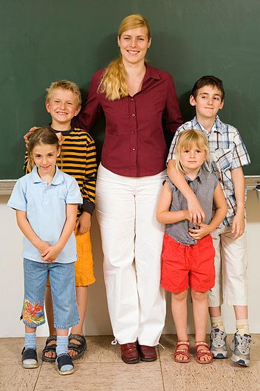 Die erste Lehrerin ist für die Entwicklung des Schulkindes wichtig